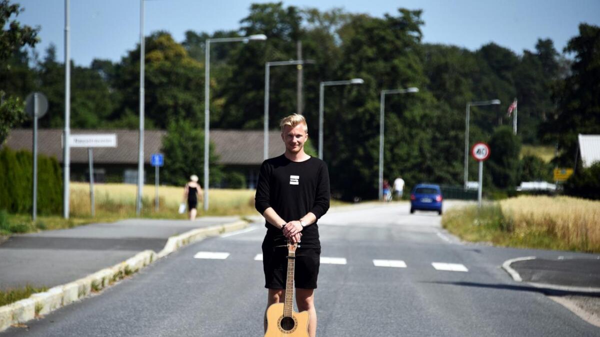 Marcus Bertrand Marcussens debutlåt har slått an på sommerfester i Lillesand.