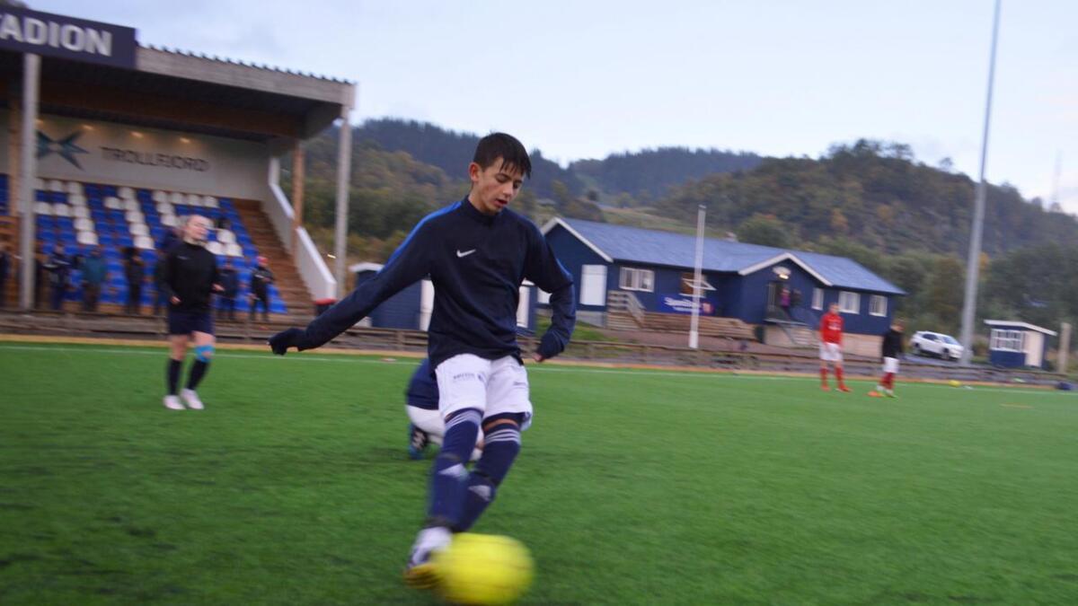 Innsats og bevegelse på veggspill-trening med Morten Pedersen.