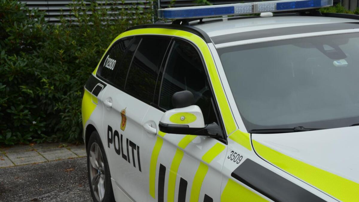 Ein mann i 50-åra fekk beslaglagt førarkortet etter ei forbikøyring i Brunkebergbakkane laurdag. (Illustrasjonsfoto)