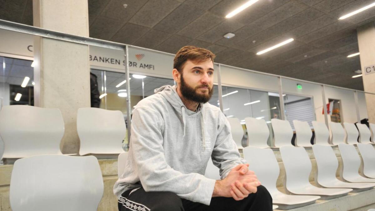 Oleg Macharashvili signerte for ØIF Arendal i januar. Han stortrives i laget og blant menneskene rundt klubben, og håper å få bli i klubben også neste sesong. – Jeg ble glad da jeg så hvordan folkene nyter livet, sier Macharashvili.