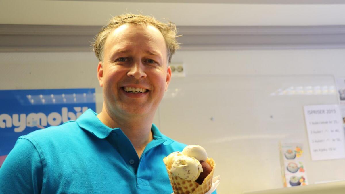 Erik Skaarup i Kragerø søkte etter sommerhjelp til iskrembaren, uten å finne rette vedkommende. Han føler seg uthengt og misforstått etter at lokalavisa skrev at ingen av de 30 søkerne var gode nok for jobben.
