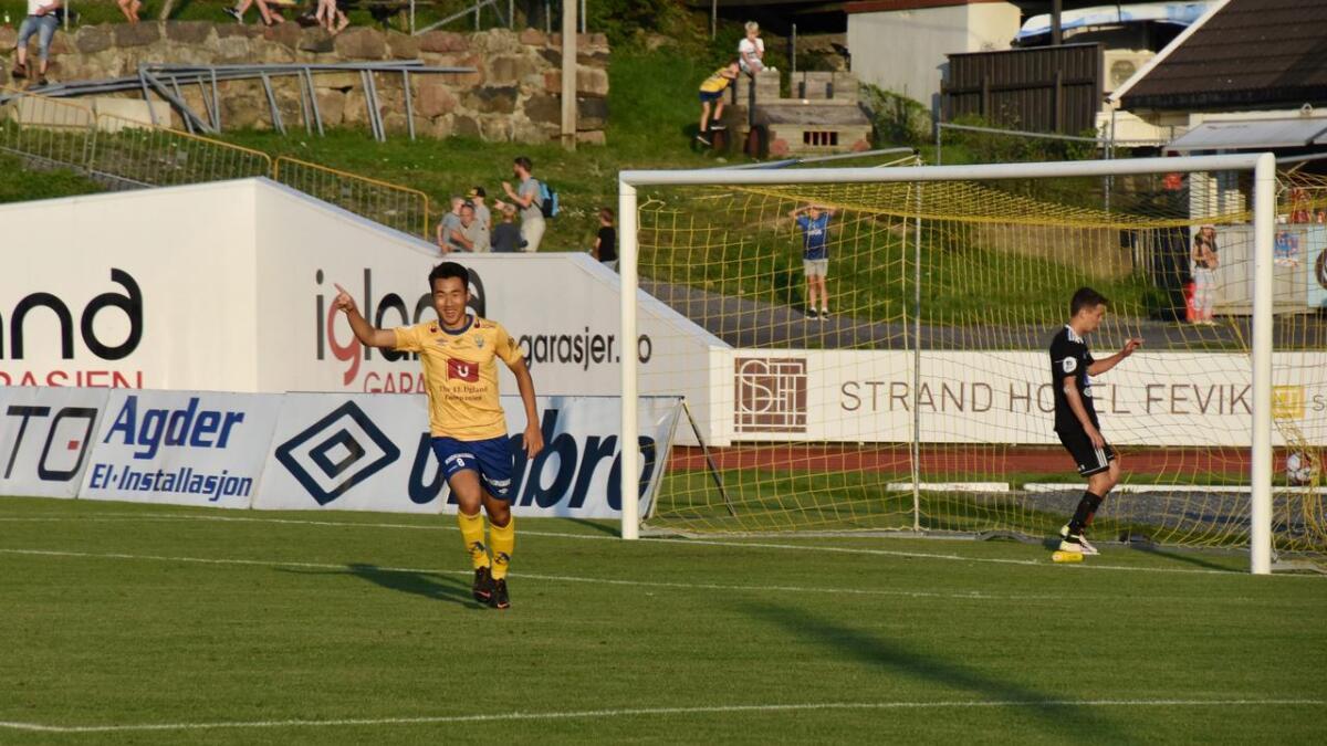 Innbytteren Thomas Zernichow utnyttet sjansen han fikk og scoret Jervs tredje mål.