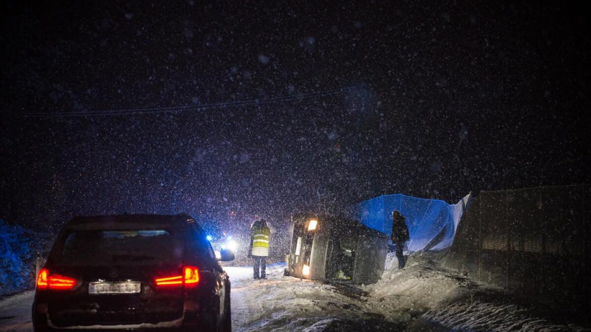 I 17.30-tida laurdag ettermiddag køyrde ein bil i grøfta ved Rotneim på Rv7. Det var glatt på staden.