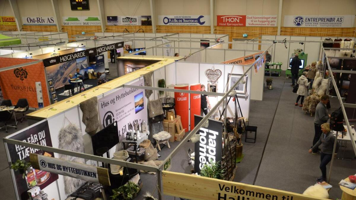 Slik såg utstillingane ut under fjorårets Hyttehallingen i Thonhallen i Flå.