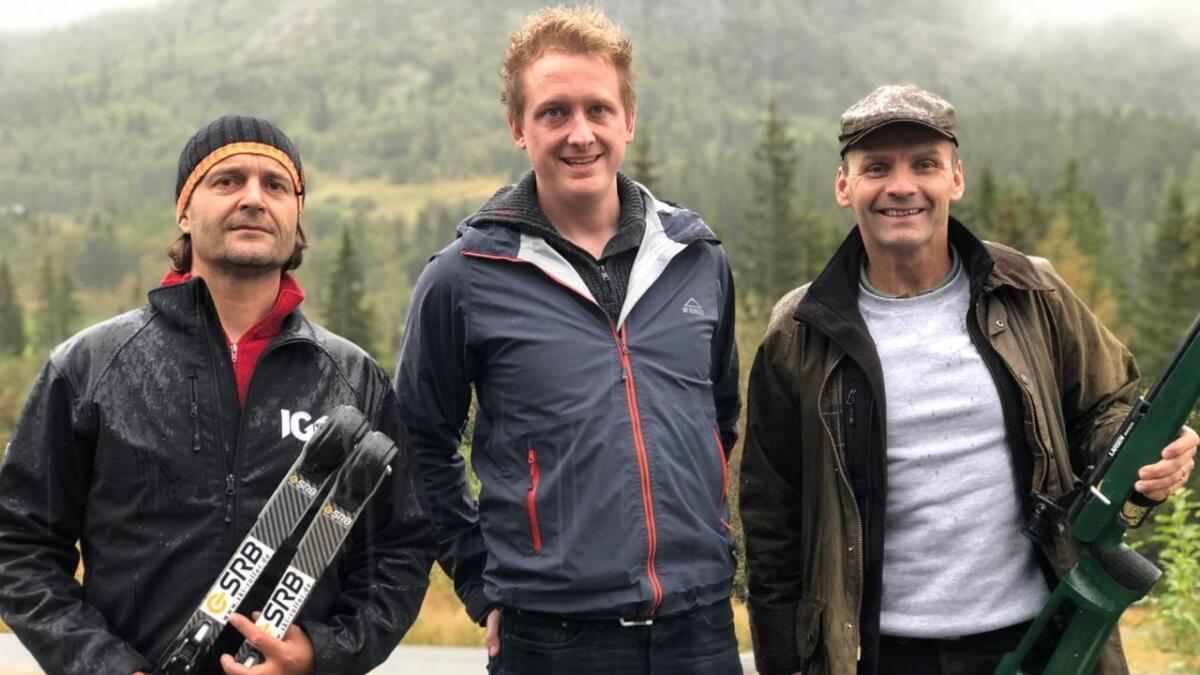 Helmut Falck (t.v.) og Petter Owesen i rulleskigruppa i Hemsedal trur det er realistisk å få på plass ein fullverdig ski- og skiskyttarstadion. I midten Martin Gaze.
