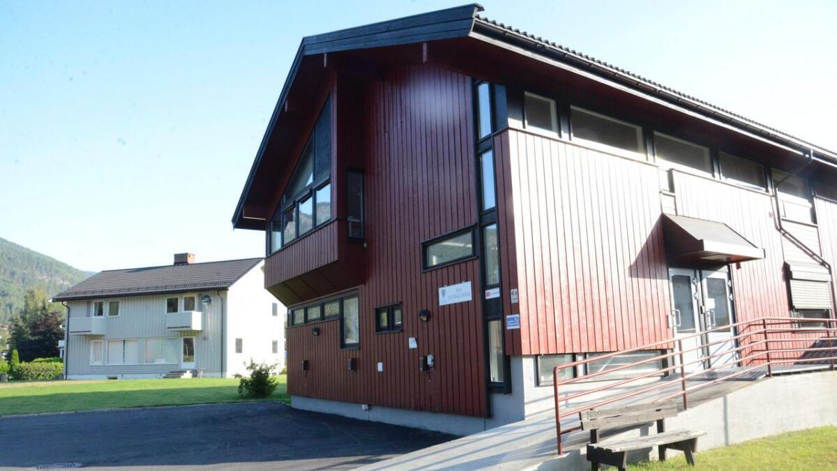 Øyre-, nase-, halsspesialist Asle B. Østerhus hadde kontor i første etasje i same bygg som Nes tannklinikk har sine kontor. 1. september vart legen pensjonist og ØNH-klinikken stengd.