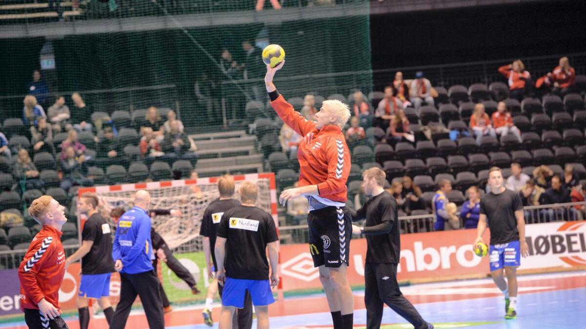Andre Jørgensen Hofstøl har farget håret gult for anledningen.