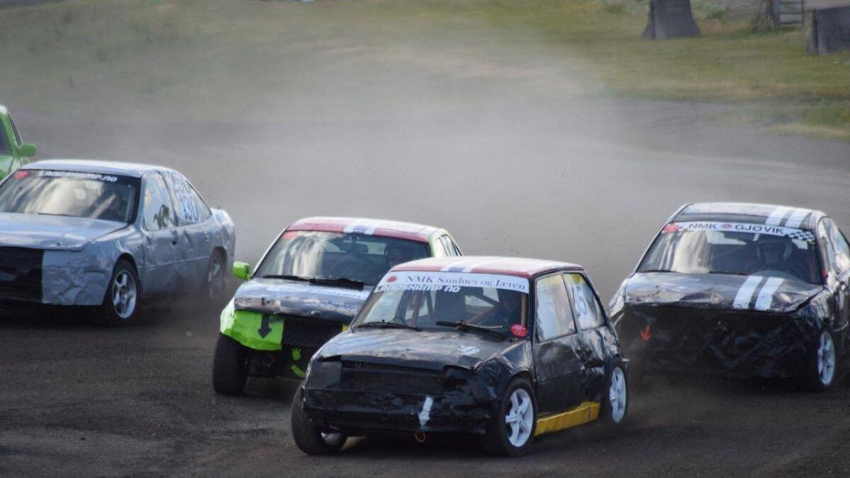 Venndølene Jostein Høyåsen og Ole Jørgen Bakkan tok henholdsvis 6. og 13. plass i Landskamp i Bilcross i Momarken i Mysen i helga.