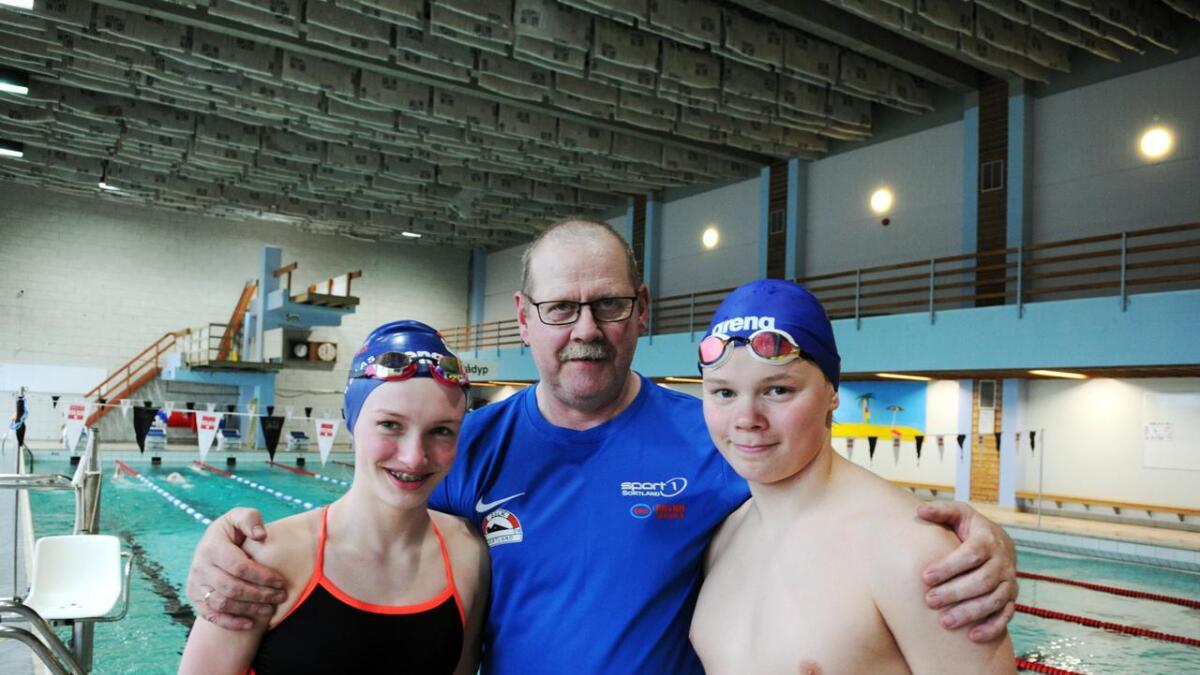 Trener Olav Nilsen er fornøyd med innsatsen i ÅM fra Anne-Ragnhild Hansen og Anders Inga. Begge deltok i klassen for de som er født i 2005.