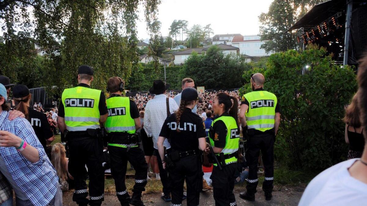 Politi var godt bemannet og synlige på Groos tirsdag. Det kommer de også til å være onsdag.