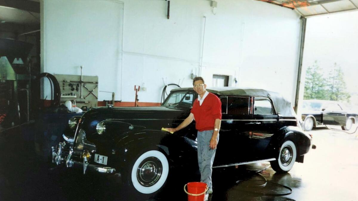 Leif Halleraker får den kongelege bilen til å skina.