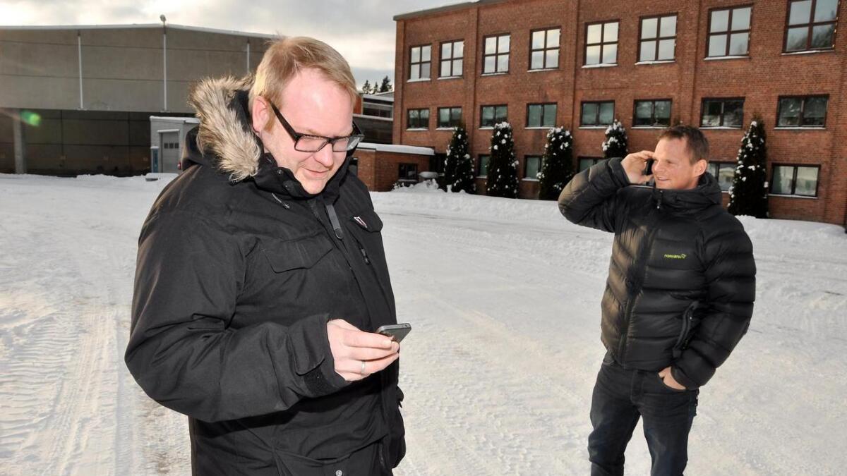 Agnar Espegren (t.v.) og Inge Paulsen har i over to år jobbet med å avvikle ni selskaper i det såkalte Lindhus-konsernet. Dette bildet er tatt i forbindelse med at konkursboet etter Hunsfos Fabrikker ble kjøpt av blant andre disse to i 2012.