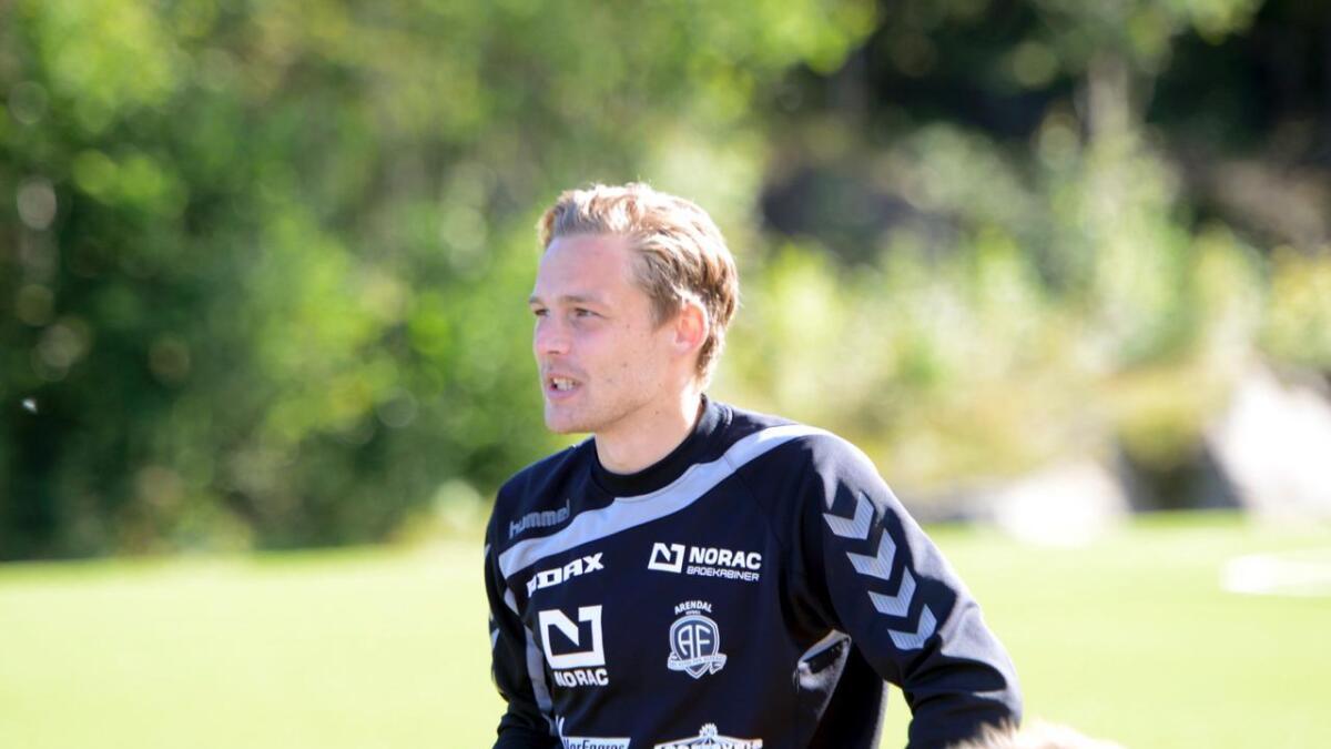 Rasmus Lynge Christensen må gjennom en meniskoperasjon. Dansken har hele 23 mål på 47 kamper for Arendal Fotball.