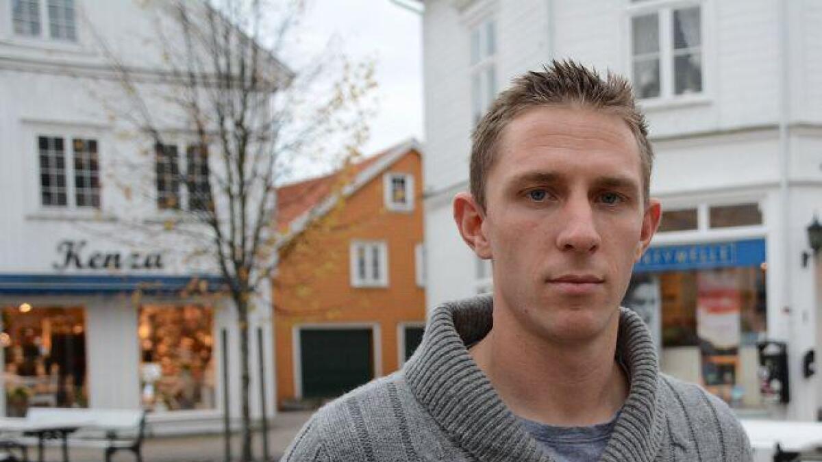 eventyr. Lars Andreas Stokkereit søkte seg til utenlandstjeneste fordi han ville oppleve eventyr. Han ser ikke for seg å slutte med militær karrieren med det første, og nylig var han hjemme i Grimstad for å fortelle om sine opplevelser.