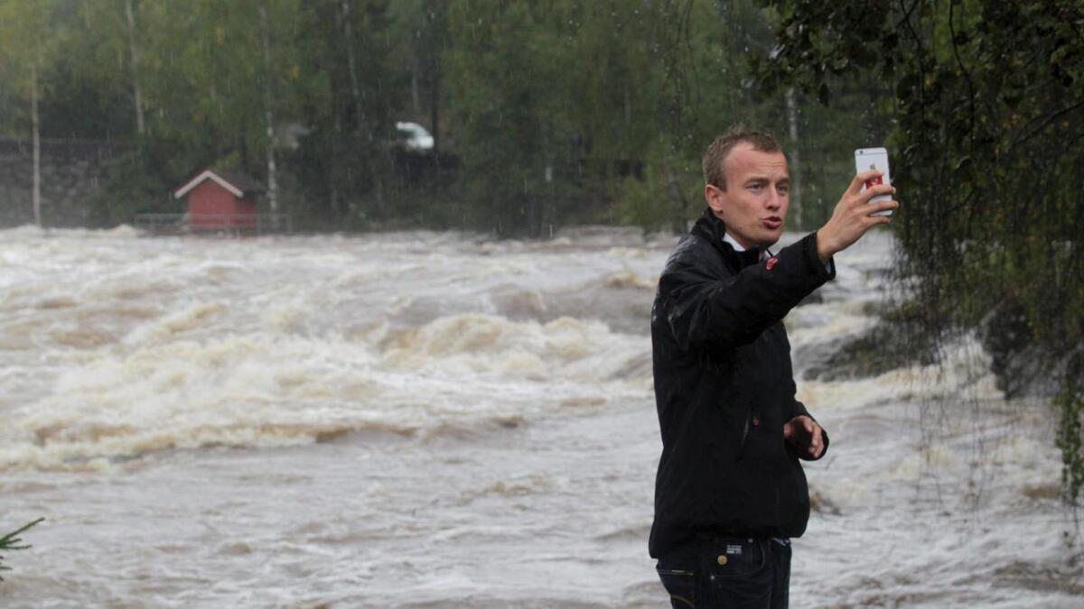 Nei, det er ikke havet Løkslid, det er Omnesfossen i Hjartdøla. Vill nok, men ganske langt fra Skagerrak....