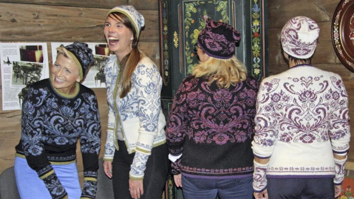 Sist søndag var det presentasjon av den nye strikkedesignen, «Osroso», som er utvikla på grunnlag av den tradisjonelle osrosemålinga av designer Iselin Havseld og prosjektansvarleg Laila Reiertsen.