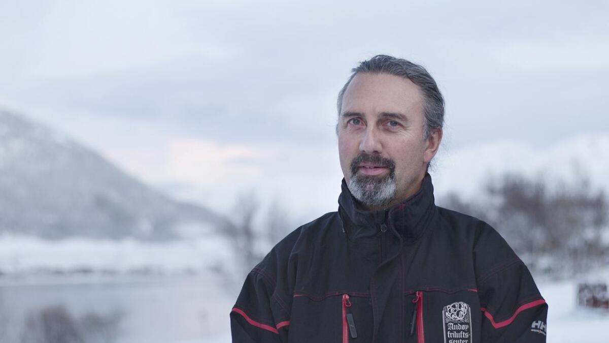 Nigel Turell ønsker god mobildekning i Buksnesfjorden før fasttelefonnettet fases ut.  (Alle