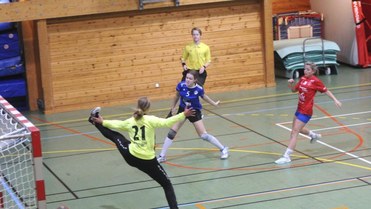 Maria Løkkevold sto for seks mål i kampen mot Lillestrøm 2 i Neshallen søndag.