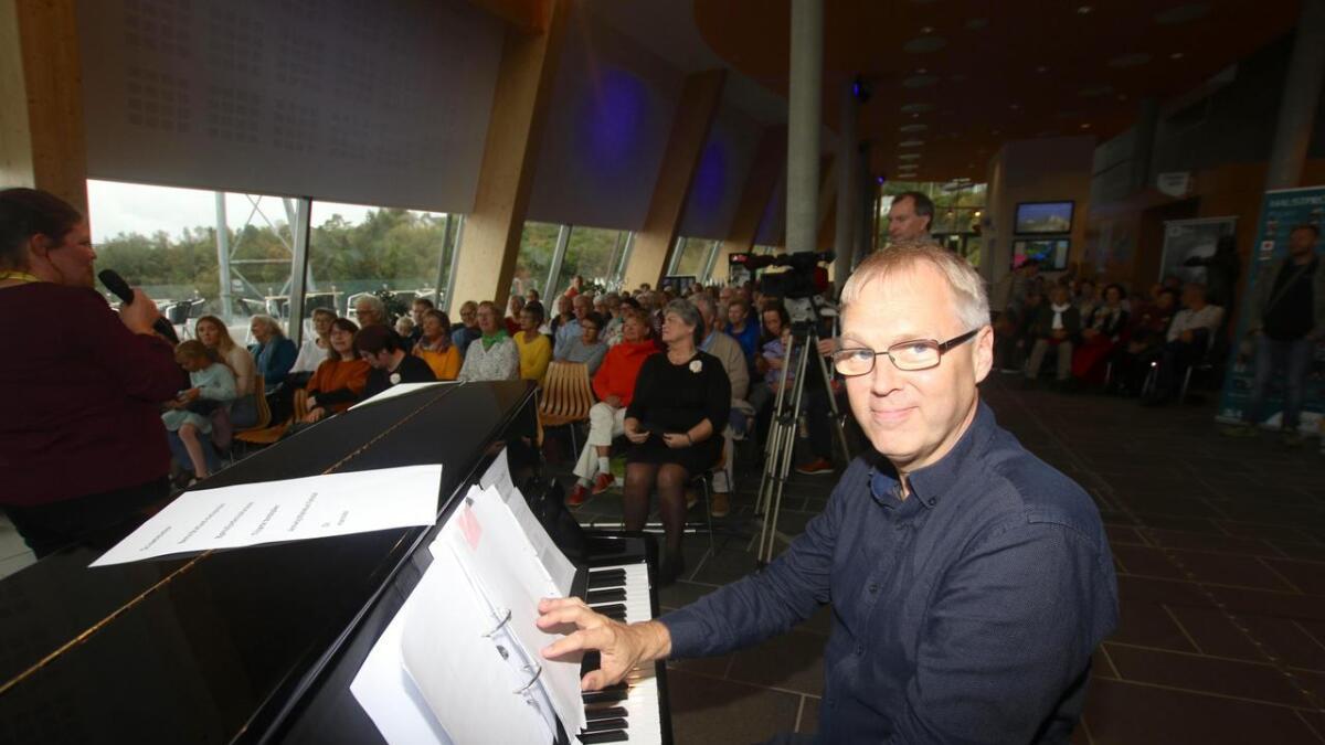 Knut Vidar Garlid stillar opp når musikklivet i Os treng ein pianist.