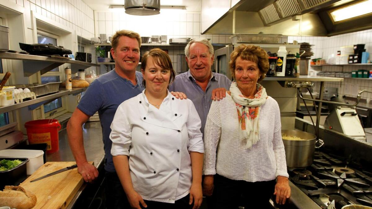Ledelse og ansatte, her representert ved Liv-Karin Stubberød, Lisbeth Ingelstad, Ole-Kristian Ingelstad og Gunnar Ingelstad.