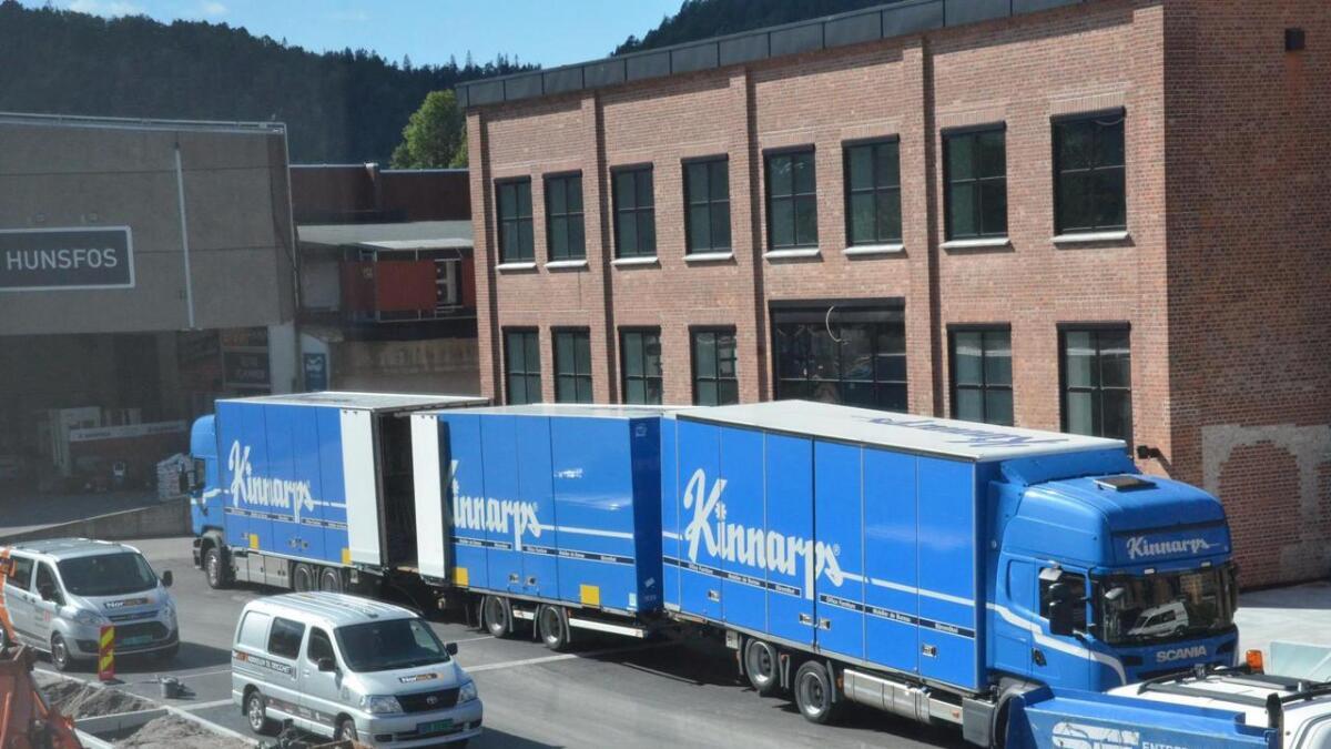 Flere store lastebiler har levert møbler og utstyr til møblering av de nye lokalene til Nav og kommunens enhet for barn-og familie på Hunsfos de siste ukene. Enhet for Barn og familie flytter mandag 16. september og Nav er inne i kontorene sine 14. oktober.