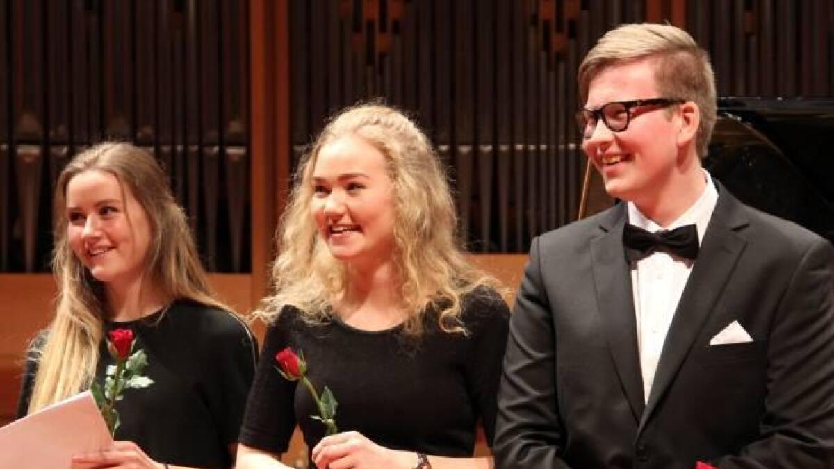 Gruppa Fløyboba frå Kongshaug musikkgymnas gjekk i helga til topps i ensemble-klassen. Frå venstre Gunhild Bebnor (obo), Astrid Bjelland og Gunleik Gisletveit (tuba). (Privat foto)