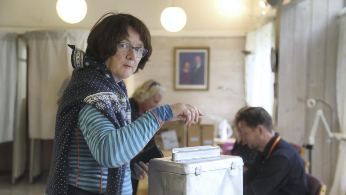 Johanna Lillegraven har teke valet, og levert røystene sine. Margit Haugse (innfelt) har valt same partiet som ved alle tidlegare val, sjølv om ho denne giongen ikkje veit kven alle på lista er.