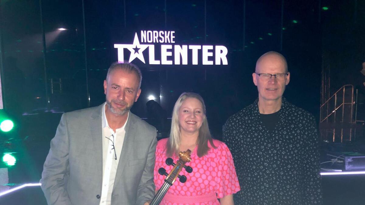 Johan Sebastian Blum i lag med hovudartist Jeanett Krommen og pianist Tore Reppe.
