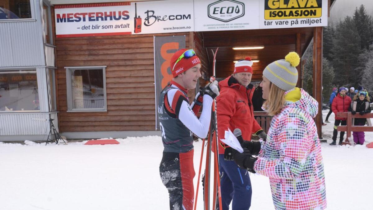 Skikretsen vil fortsatt være «region Akershus». På dette illustrasjonsbildet intervjues Nes Skis Sondre Bjørkeng Pedersen av Inger Lise Skøien i Nes Skianlegg.