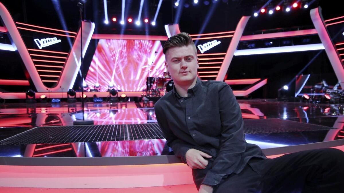 Edward Mustad synger i kveld for å bli første fra Telemark som vinner The Voice på TV2. 20-åringen fra                                Langesund og Porsgrunn har så lang imponert både dommere og publikum.
