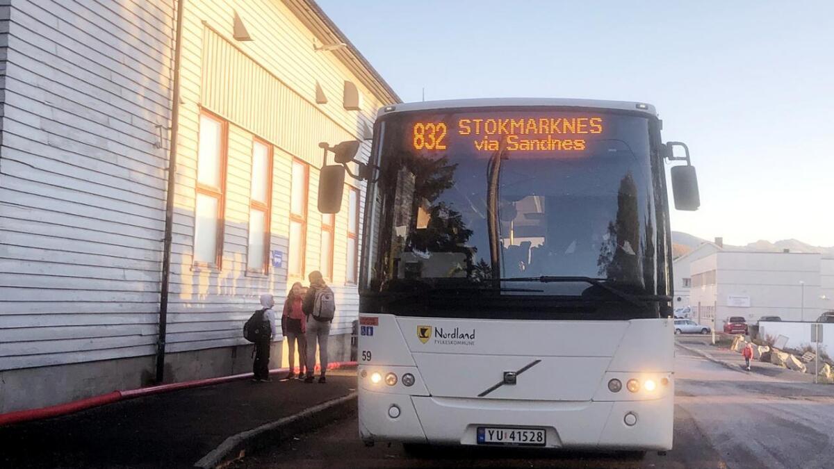 Foreldre på søndre Langøya er lite fornøyd med at skolebussen korresponderer dårlig med starten på skoledagen. Men i løpet av de nærmeste ukene skal Hadsel kommune og Boreal ha ei løsning på plass.