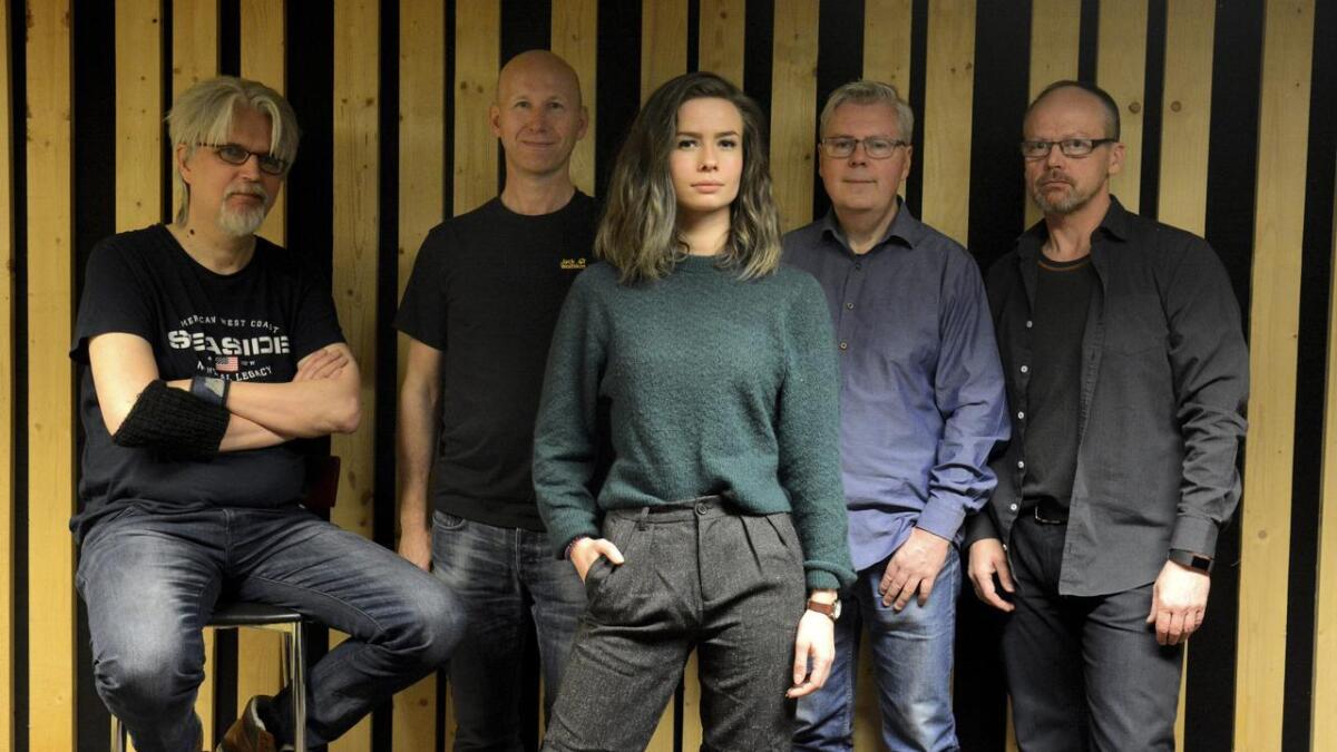 Lørdag kveld spiller Veracruz på Tessas pub og runder av Årnesdagene. Bandet består av (fra venstre) Arild Eriksen, Harald Bach-Gansmo, Sofie Almåsvold, Per Stokkebryn og John Arne Paulsen.