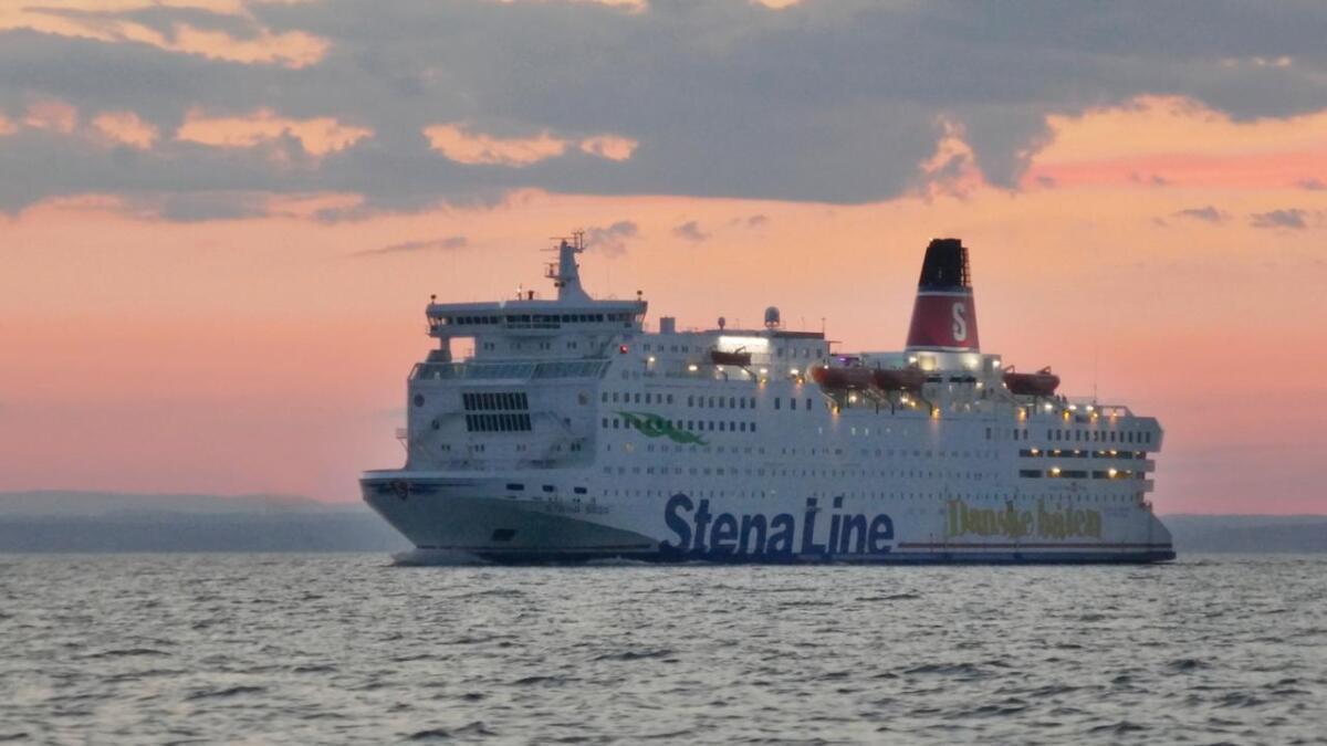 Danskebåten Stena Saga har sluttet å ta imot kontanter.