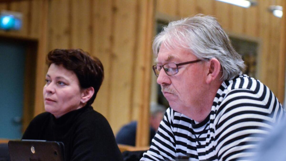 Kate Vibeke Sagabraaten blir Frps representant i Gol kommunestyre. Her saman med Tor Helge Bergh.