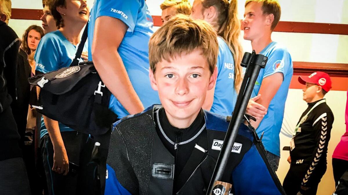 Anders Warlo Totland tok to medaljar i rifle-NM i helga. Biletet er frå Landskyttarstemnet 2018.