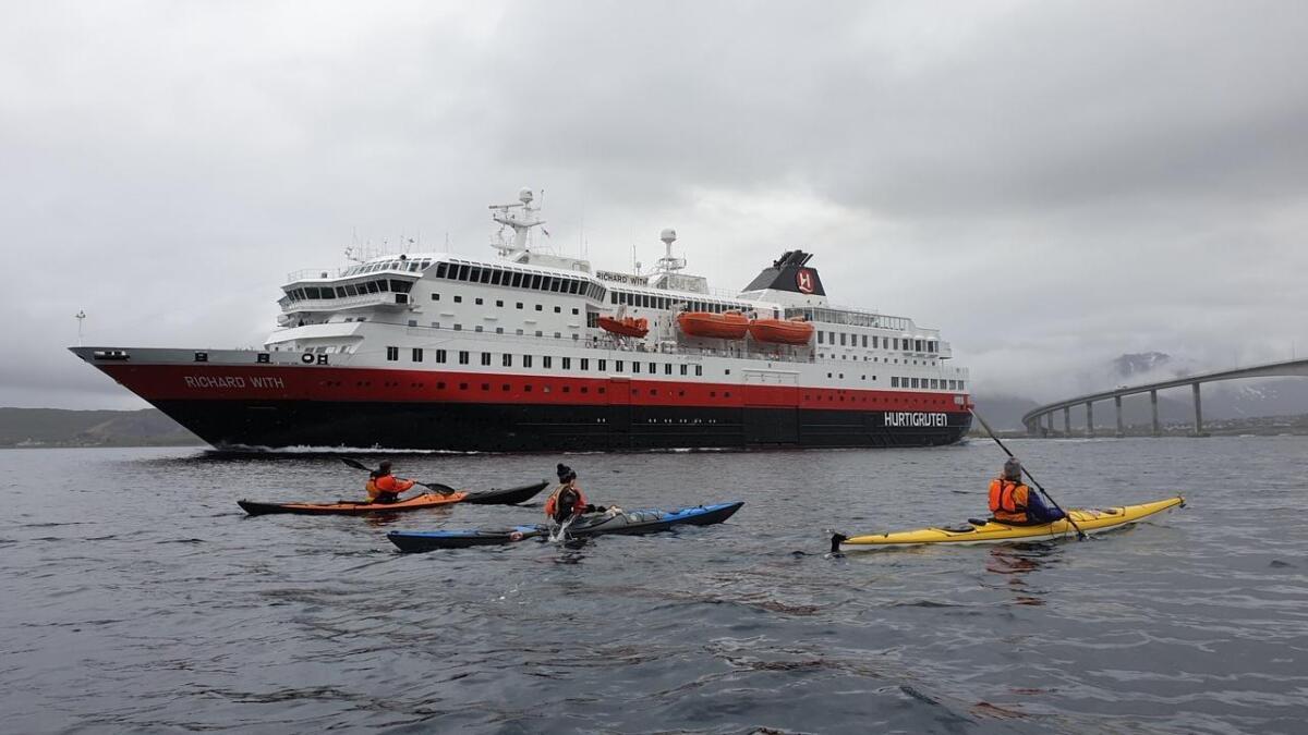 Thor Hushovd, Ingvild Nordahl og Øystein Undeberget padlet sammen i forbindelse med opptak til sommeren Arctic Race of Norway.
