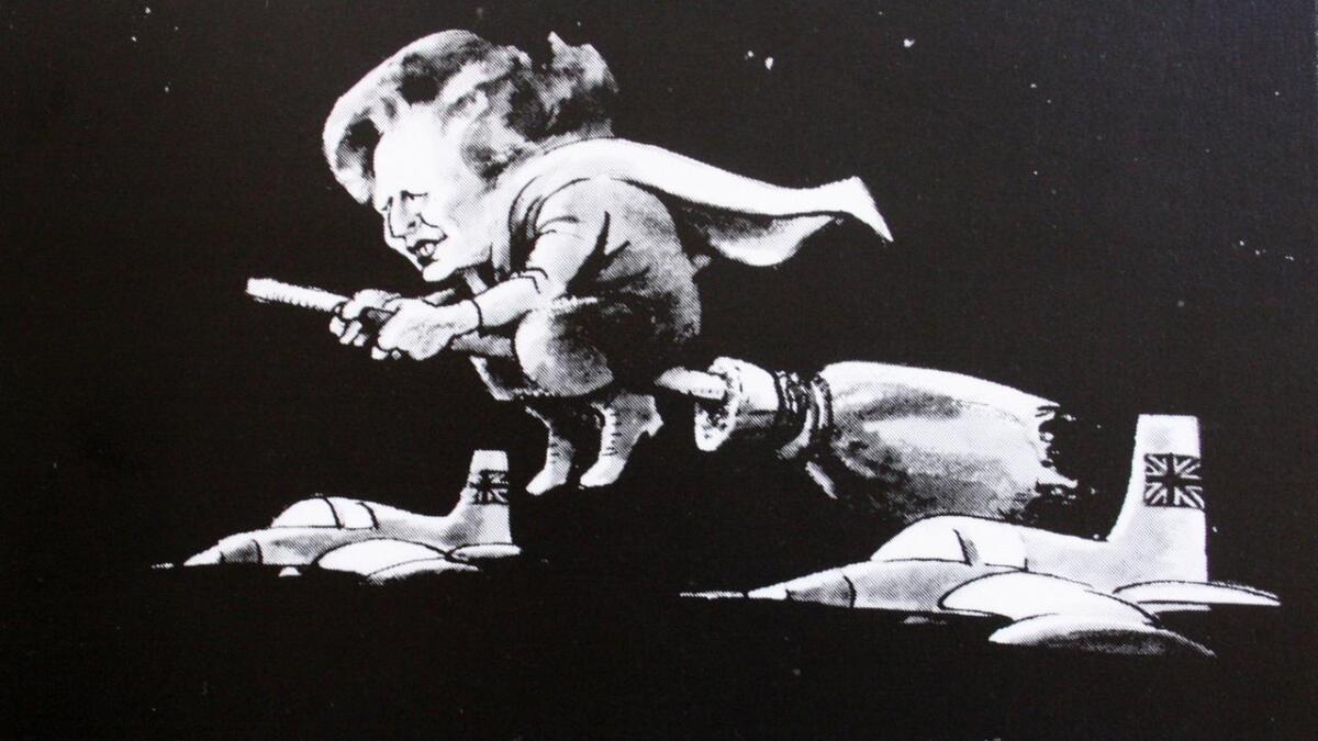 Avistegninga av Maggie Thatcher på sopelimen ble kåret til verdens beste i 1983, og Dagfinn Bakke uttalte flere ganger at han var stolt av tegninga, som han tegnet til Lofotposten, der han jobbet fra 1956 til 1992.