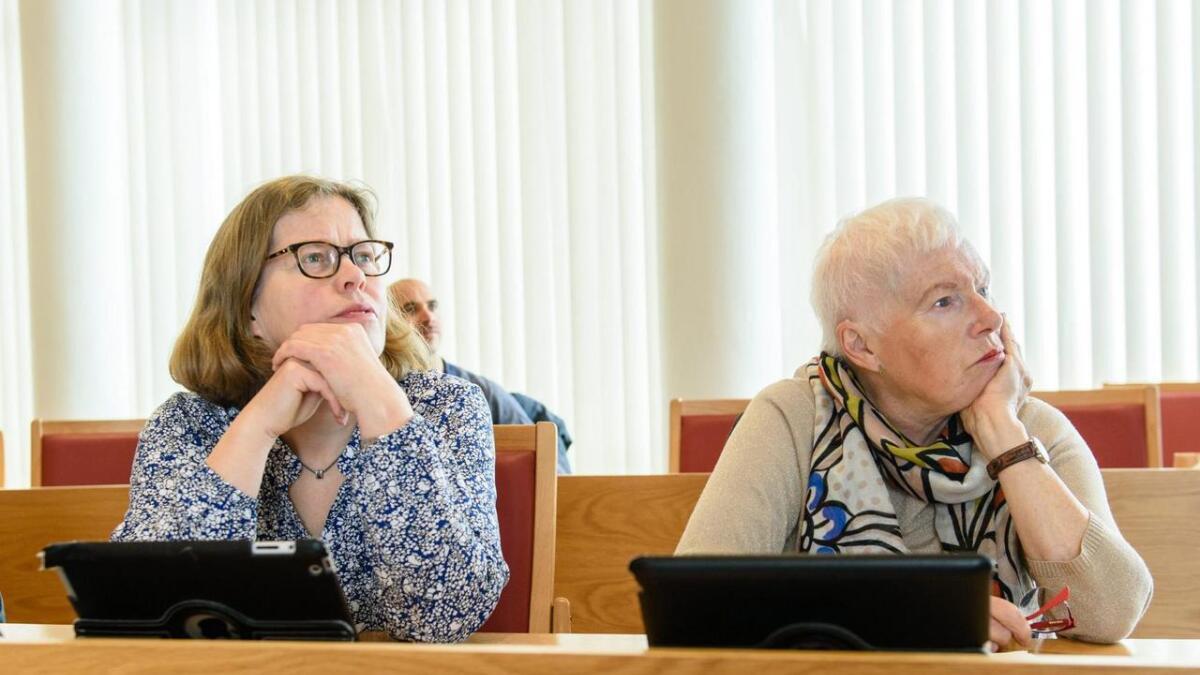 Ingunn Hansejordet (t.v.) og Kjellbjørg Lunde (SV) røysta imot å halda fram med MOT-programmet i Stord, og Ingunn Hansejordet forklarar i dette innlegget kvifor.