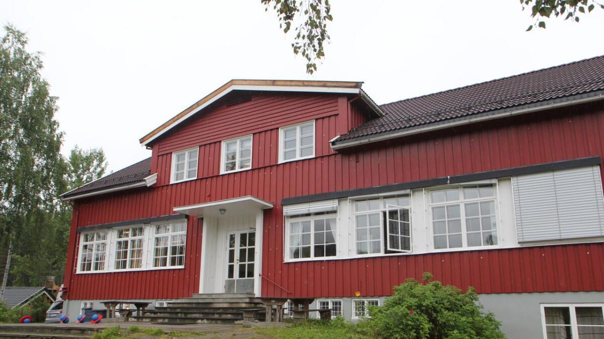 Det gamle skulebygget i Rukkedalen er selt. Den nye eigaren vil bygge om skulen til bustadhus.