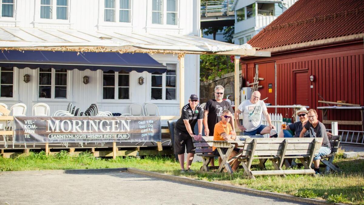 Arvid Johannessen, Magne Lundstøl, Knut Storhaug (i oransje), Lasse S. Andersen, Espen F. Orre og Thom Knudzon er karene bak Moringen pub. Bildet er fra juli i fjor.