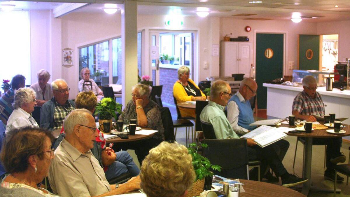 Første møte ble avholdt på Venneslastua, og allsangfaktoren var høy.  8