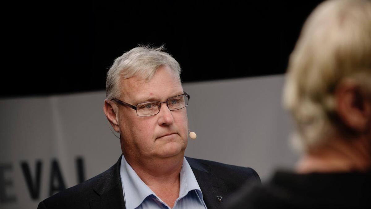 Ein betenkt ordførar Tor Egil Buøen etter valet i Flå.