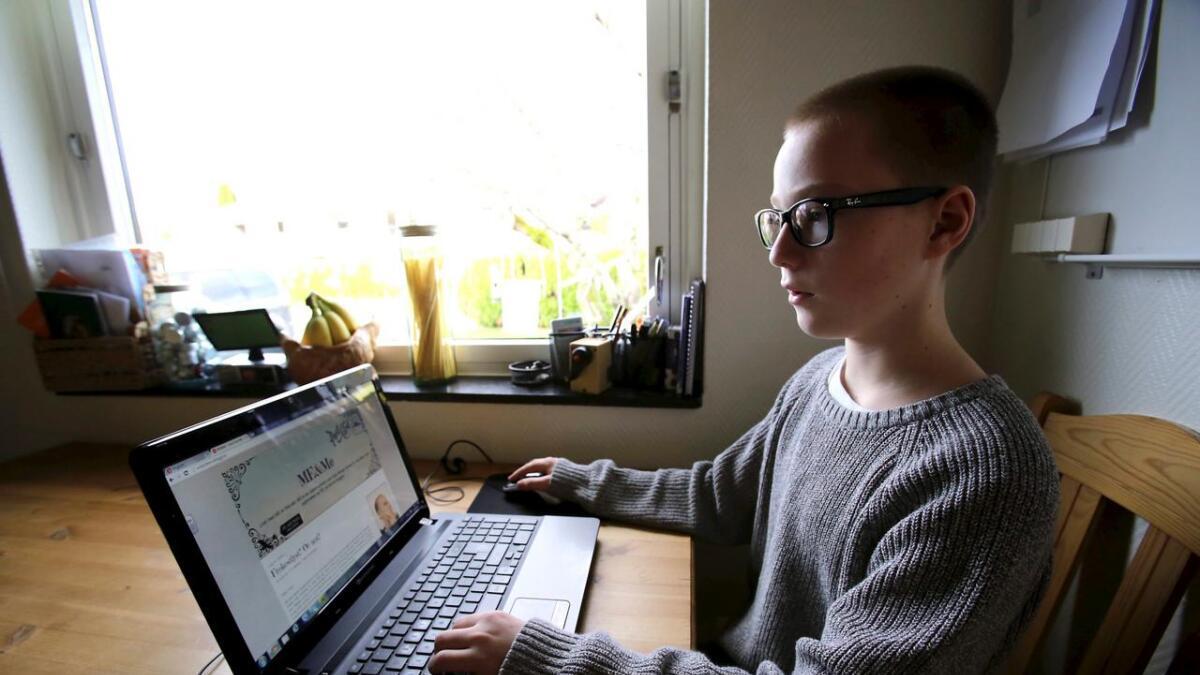 """Når han orker skriver Henrik på sin egen blogg, kalt """"ME & me"""". – Jeg bruker mye humor for å fortelle hvordan jeg har det, sier han."""