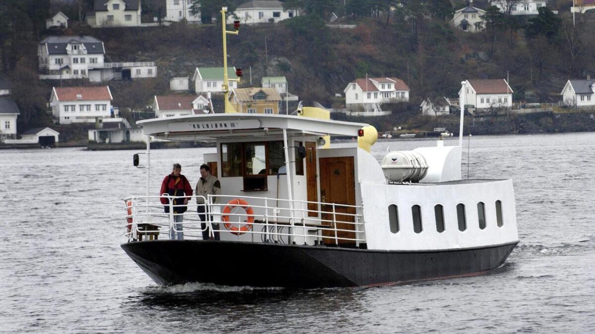 MF «Kolbjørn III» mellom Tyholmen og Kolbjørnsvik.