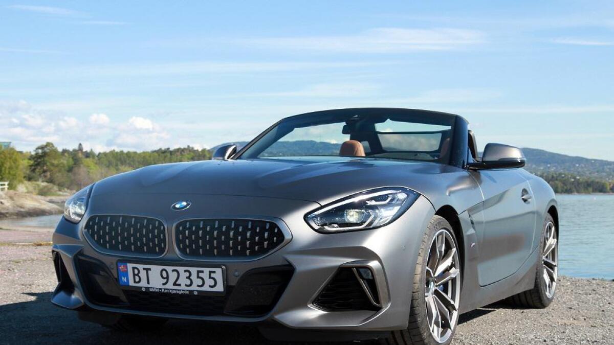BMW Z4 er utviklet i samarbeid med Toyota. Toyota Supra har til og med de samme motoralternativene og blir på mange måter hard-top versjonen av Z4. Den utvendige designen er dog ulik.