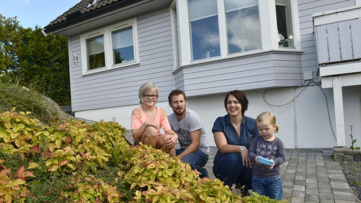 Åshild Bruun-Gundersen (29) er blitt en profilert politiker på Sørlandet. Nå vil hun inn i rikspolitikken. Her er hun hjemme sammen med ektemannen Henrik og døtrene Thea (10) og Nora (2).