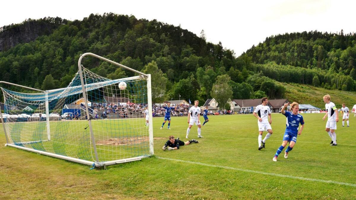 Her har Victor Vindfjell sendt Vindbjart opp i 2-1 like før pause.