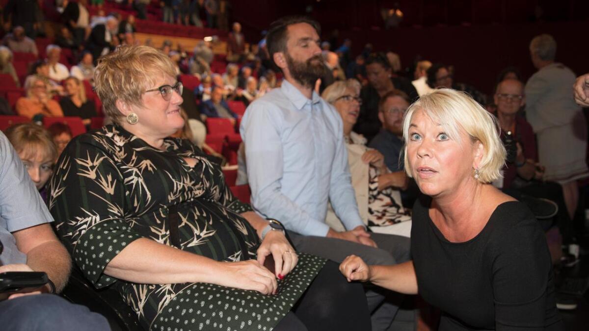Monica Mæland, kommunal- og moderniseringsminister håper flere kommuner tar opp nabopraten til høsten. Her sammen med kulturminister Trine Skei Grande etter  debatt under Arendalsuka 2018 om fylker og regioner.