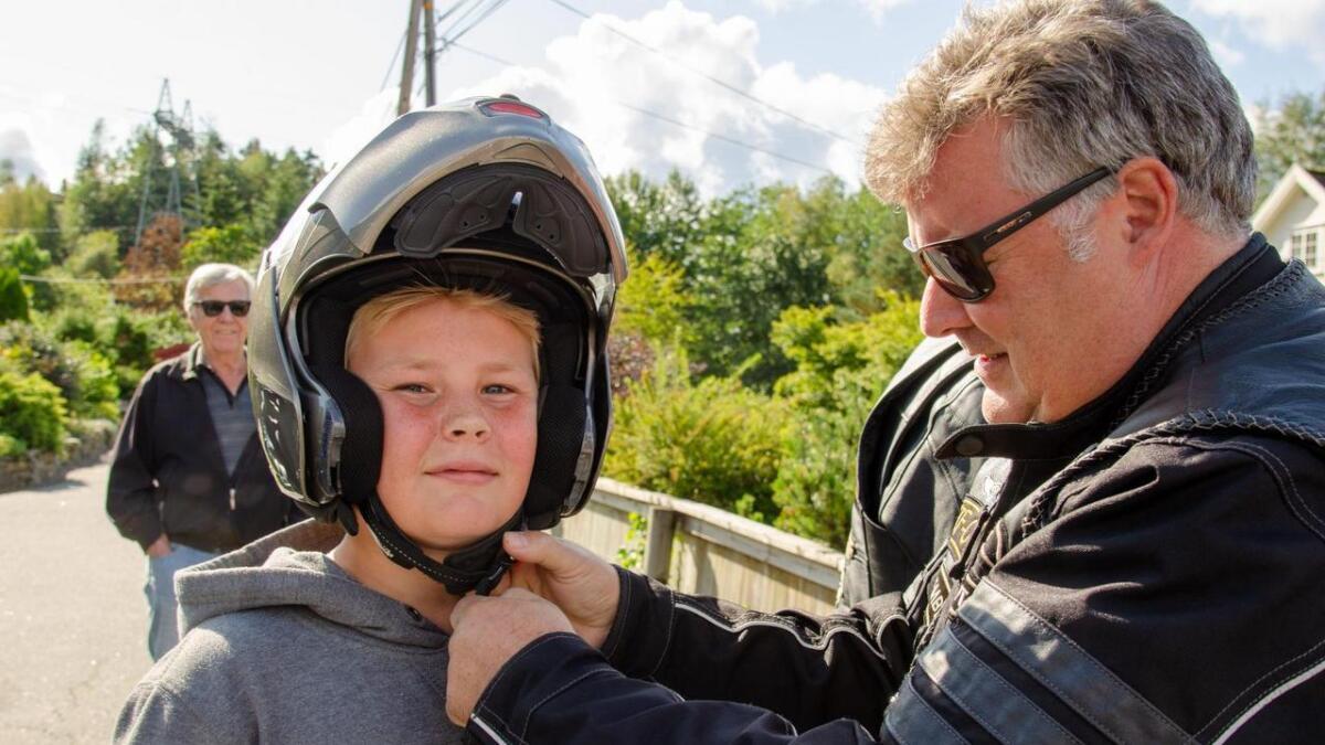 Leif-Owe Birkaland med 12 år gamle Thor Adrian Roland Strand fra Vågsbygd som passasjer.