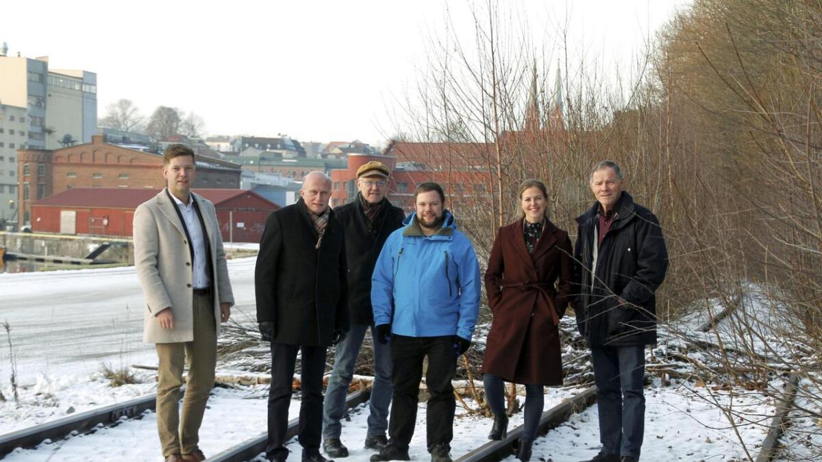 Tommy Thovsland, utviklingsdirektør i R8 Property, Nicolai Boye, regiondirektør i NHO, Tormod Svartdal, fylkesleder i Naturvernforbundet, Ole Henrik Olsen, organisasjonsavdelingen i LO Telemark, Yvonne Aasbø, daglig leder i R8 Edge og Torstein Fjeld, leder i Naturvernforbundet Grenland.